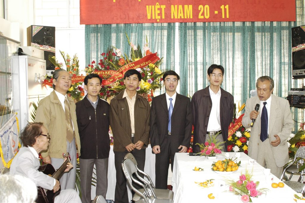 2004-tiet-muc-vn-cua-can-bo-ngay-nha-giao-vn-3